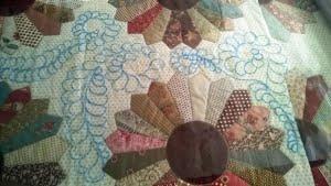 Plastic uitgerold op de quilt en dan tekenen maar...