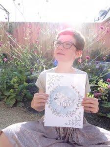 mini poster met dochter in de tuin