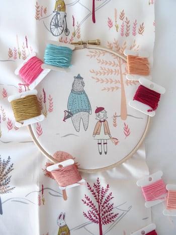 stof in borduurring met diverse kleuren garen